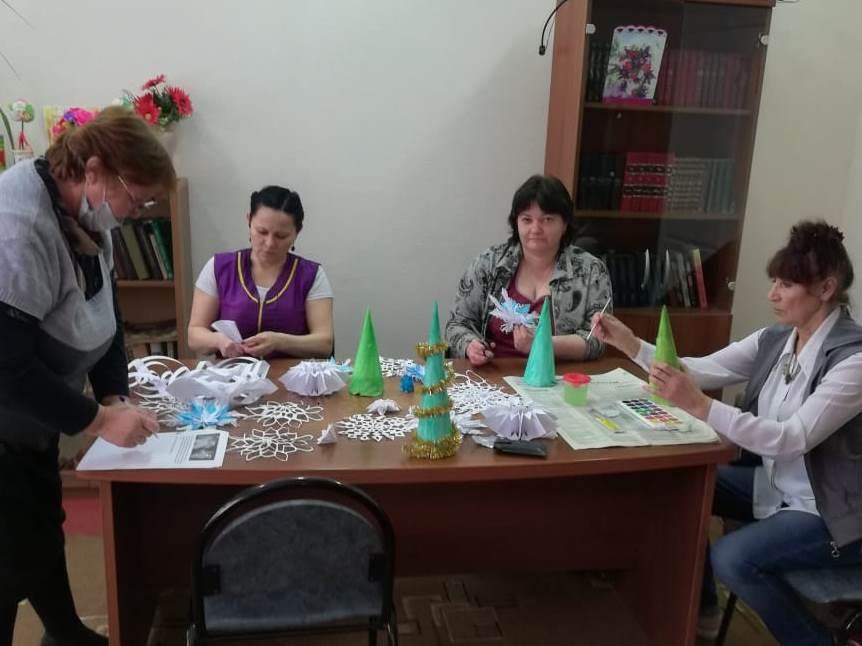 Сотрудники СРО показали мастер-класс для пожилых