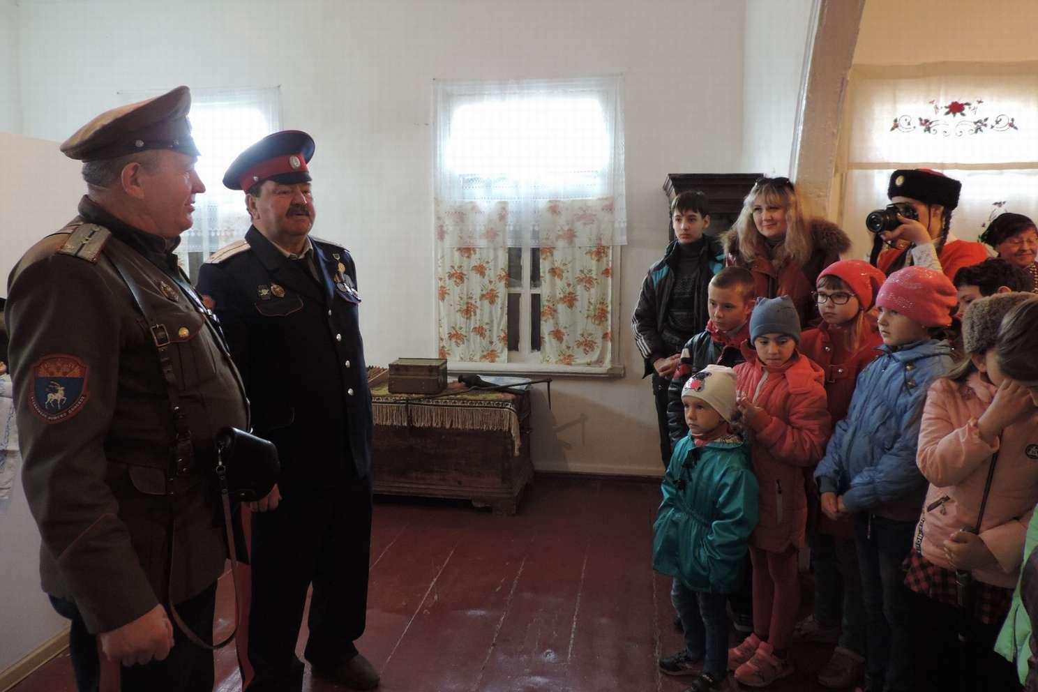 Три казачьих общества Дона получили федеральные гранты на работу с детьми и молодежью