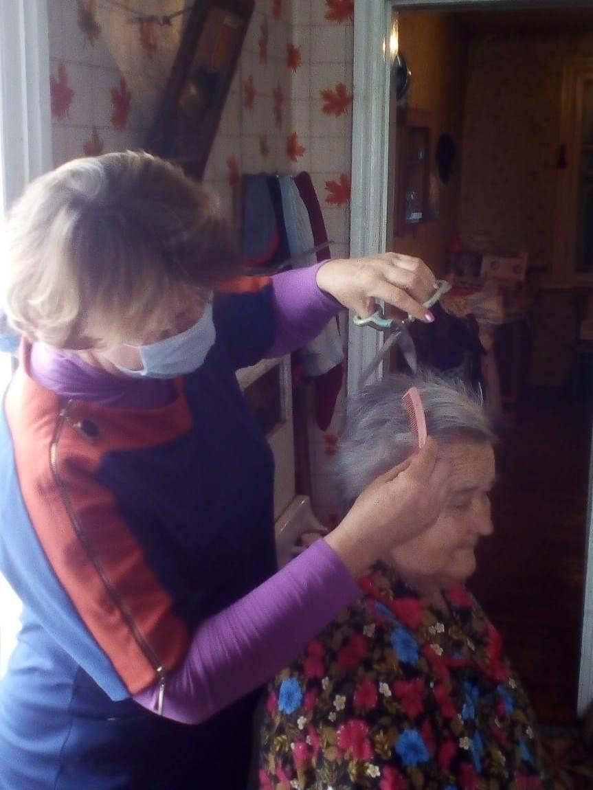 Вяжинцы организовали «парикмахерские на дому»