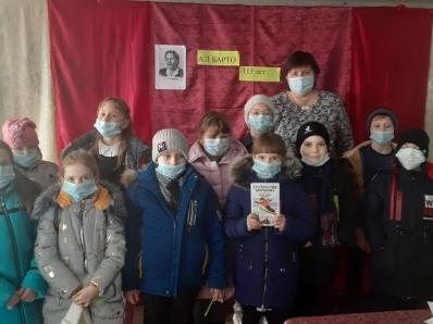 Верхнесвечниковские библиотекари провели для детей литературный час