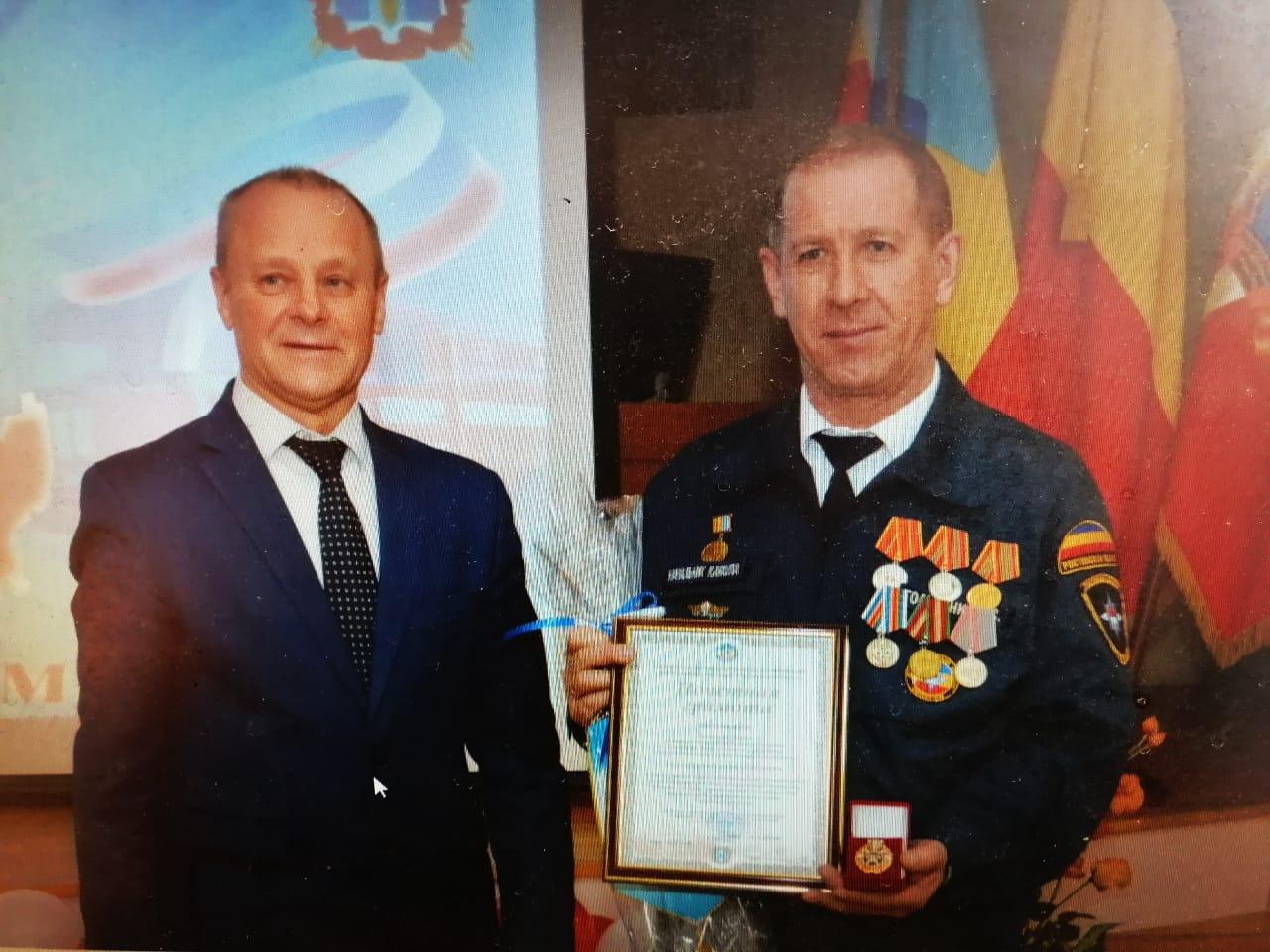 Е.С. Голубенко, пожарный из Верхнемакеевки, получил заслуженную награду