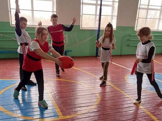 Сариновские школьники осваивают ТЭГ-Регби