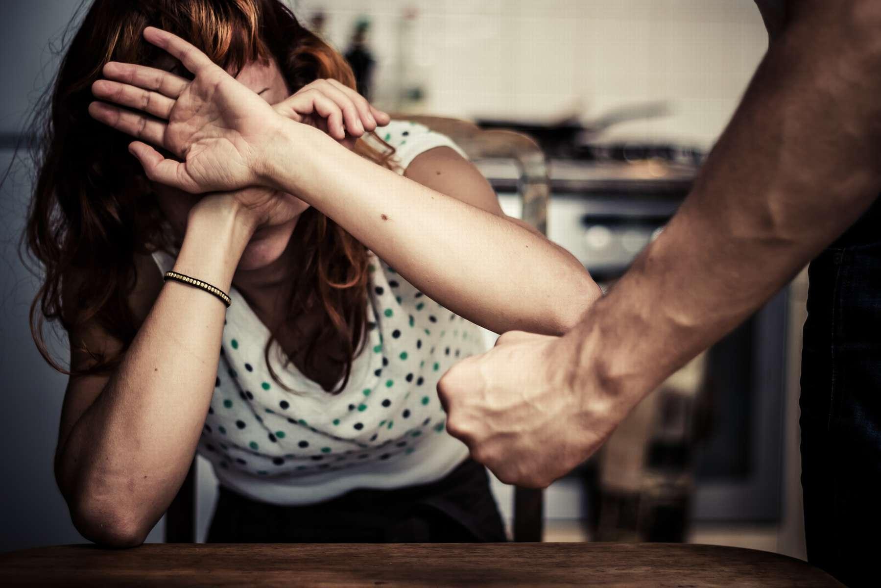Мужчина в ссоре избил жену