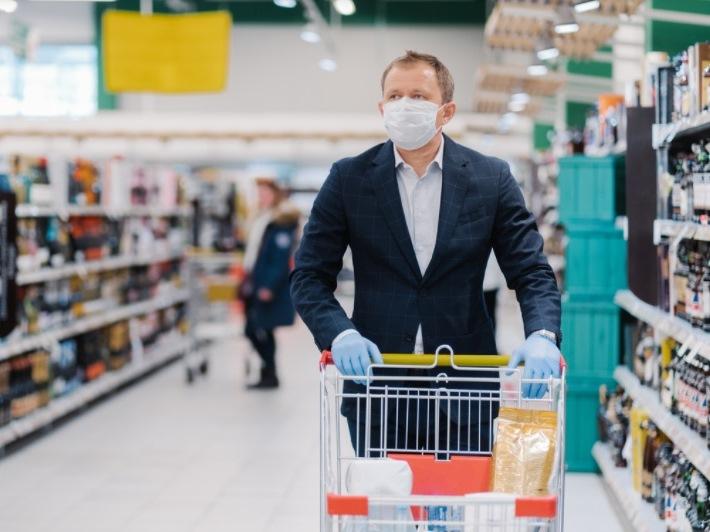 Вакцинированные от COVID-19 жители Ростовской области должны носить лицевые маски