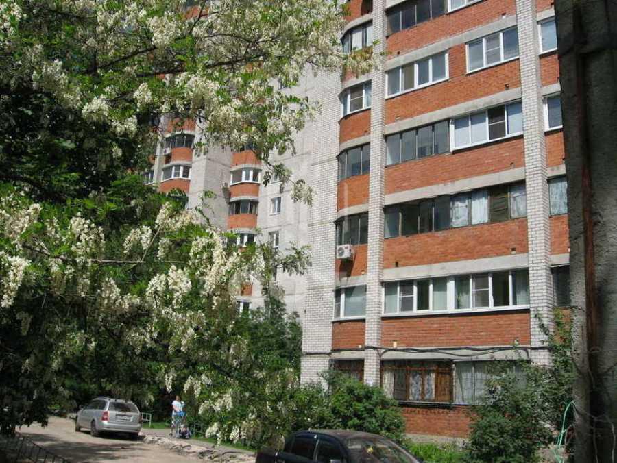 В Ростове из окна 13-го этажа выпал ребенок