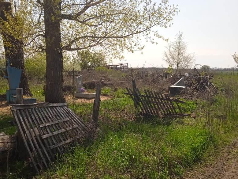 На хуторском кладбище происходят жуткие вещи
