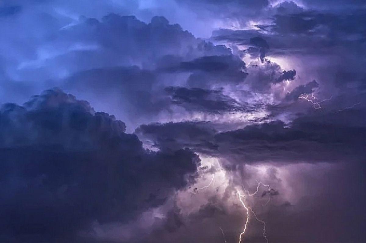 Экстренное предупреждение: в Ростовской области ожидаются сильные дожди, ливни в сочетании с грозой, градом и шквалистым усилением ветра