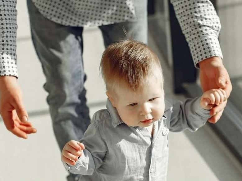 Выплаты на детей до трех лет смогут получать еще больше семей