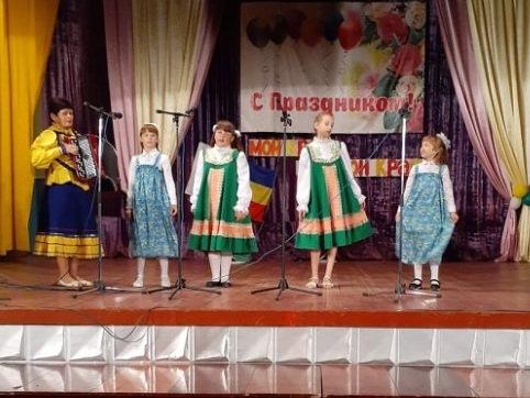 «Донской край – мой край»: в Верхнесвечниках прошел концерт, посвященный Дню Ростовской области