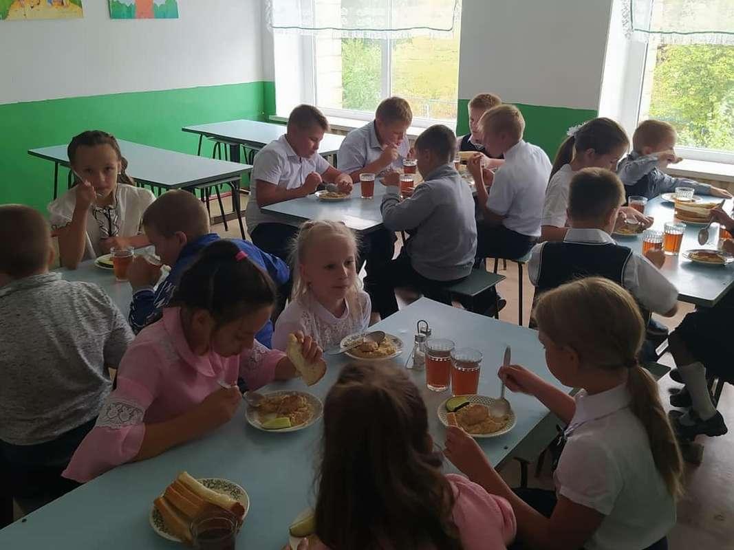 Для учащихся Кашарского района организовано горячее питание