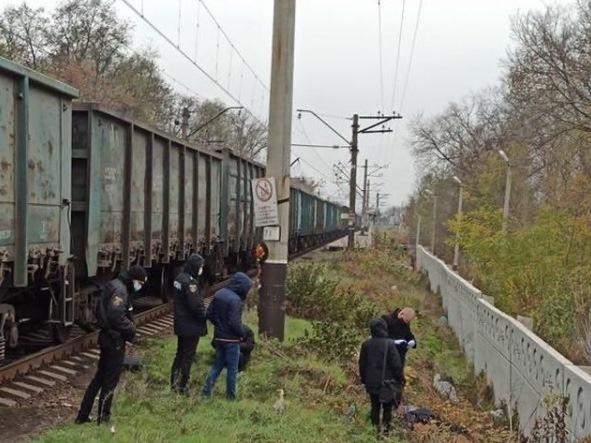 В Ростовской области 37-летняя женщина погибла под колесами поезда