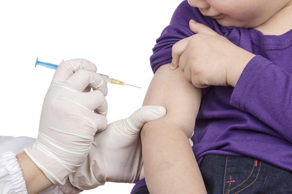 Принудительно вакцинировать детей от коронавируса призвали в Минздраве