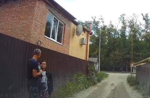 В Донской столице разыскивают пару, избившую подростка