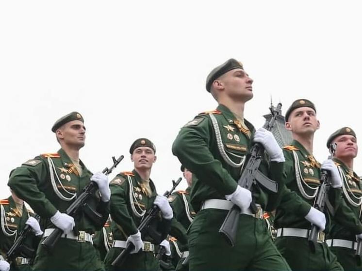 15 тысяч рублей получат все военнослужащие и не только