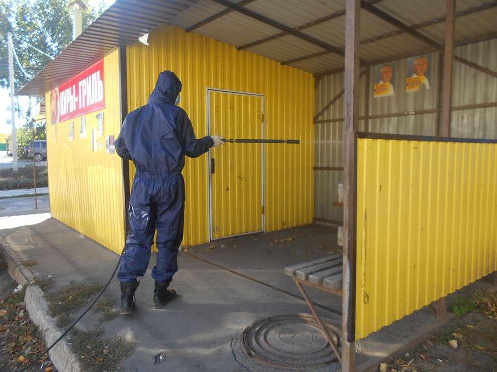 В Ростовской области, в связи с усиленным режимом, спасатели стали чаще проводить дезинфекцию мест массового скопления людей